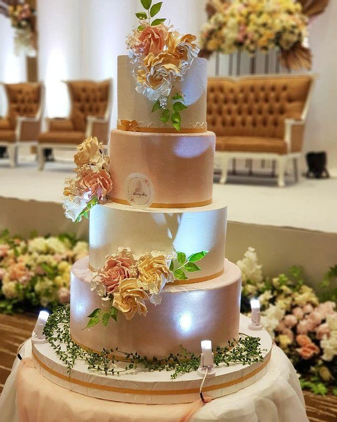 Custom Wedding Cake by Bloomscake Wedding - 016