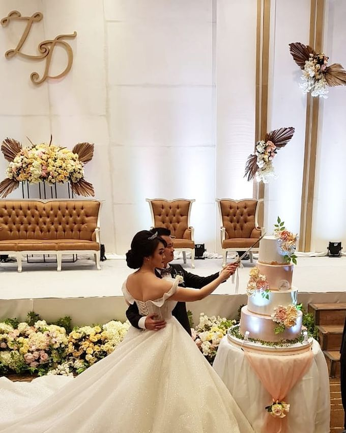 Custom Wedding Cake by Bloomscake Wedding - 010