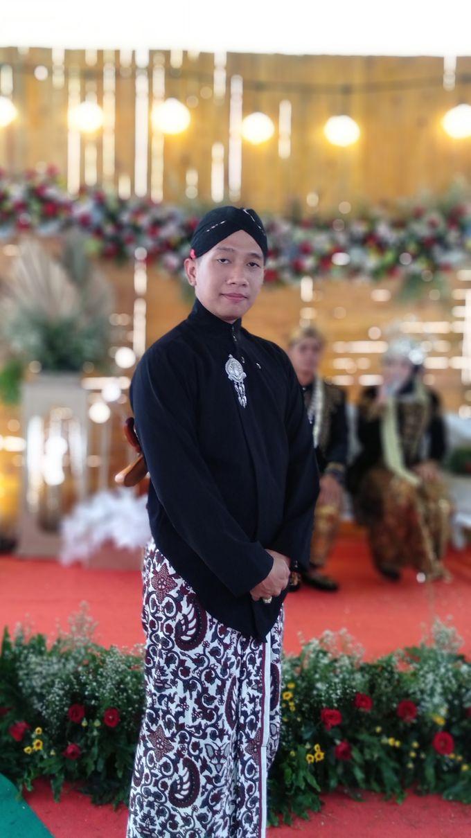 Traditional Wedding acara rumahan by Bagus Priyo Laksono MC - 001