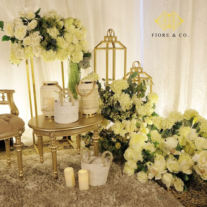 """SHADES OF WHITE"" by FIORE & Co. Decoration - 004"