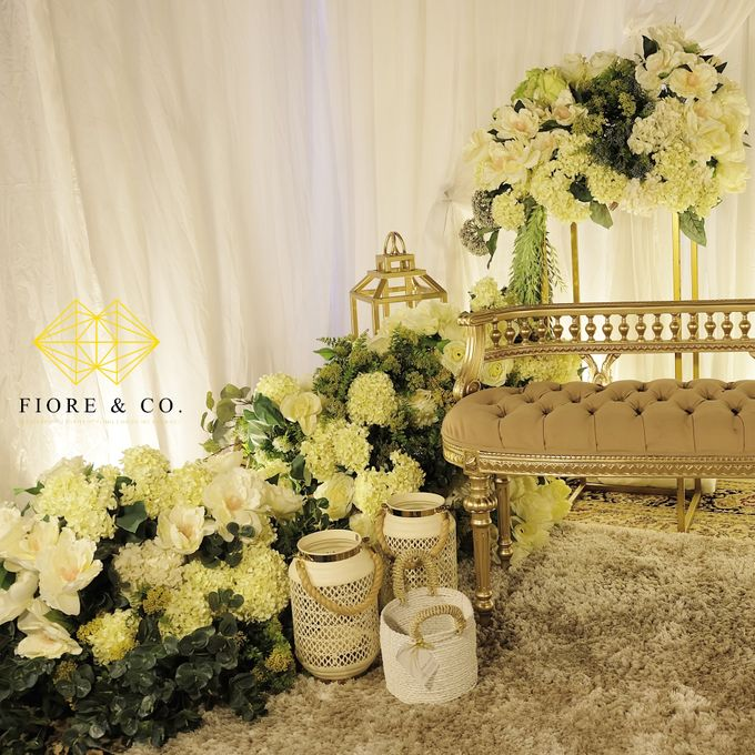 """SHADES OF WHITE"" by FIORE & Co. Decoration - 006"