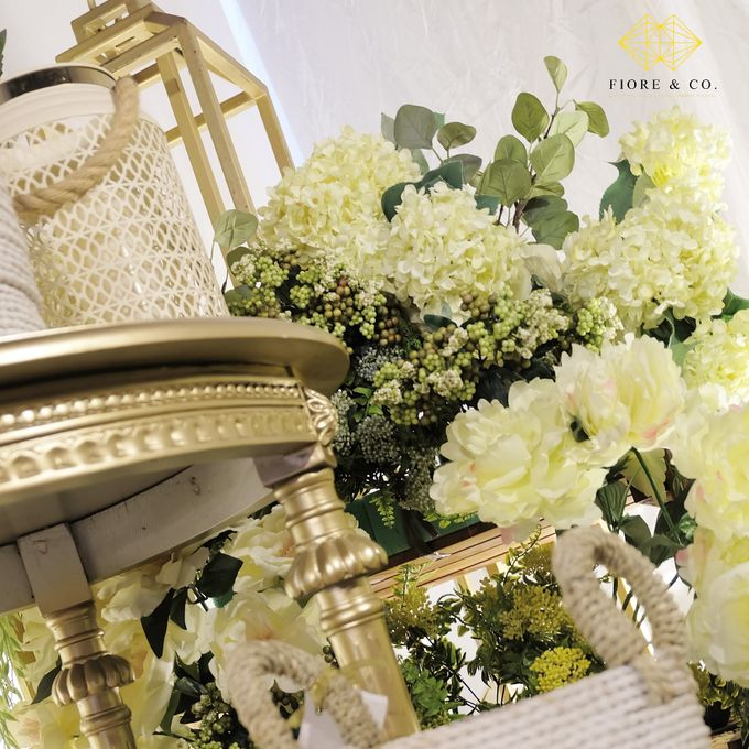 """SHADES OF WHITE"" by FIORE & Co. Decoration - 002"