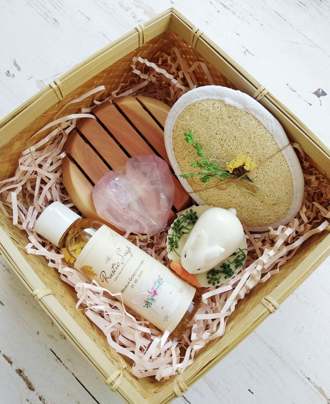 Rustic Hampers With Besek Sokase by The Rustic Soap - 001