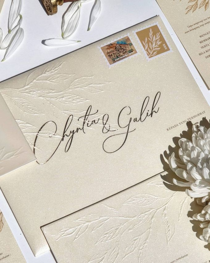 Classic  Yellow Plasma by Invitation Papermint - 001