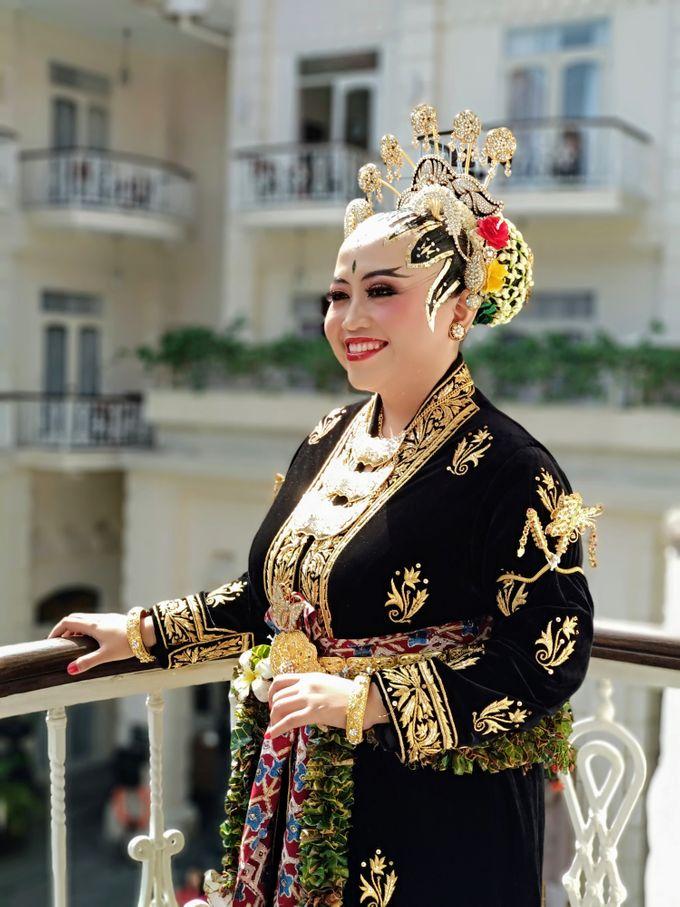 Make Up by Trisa Cintani Makeup & Hair Studio - 004