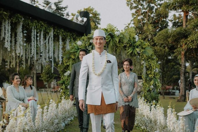 Outdor Traditional Wedding In New Normal by Ventlee Groom Centre - 005