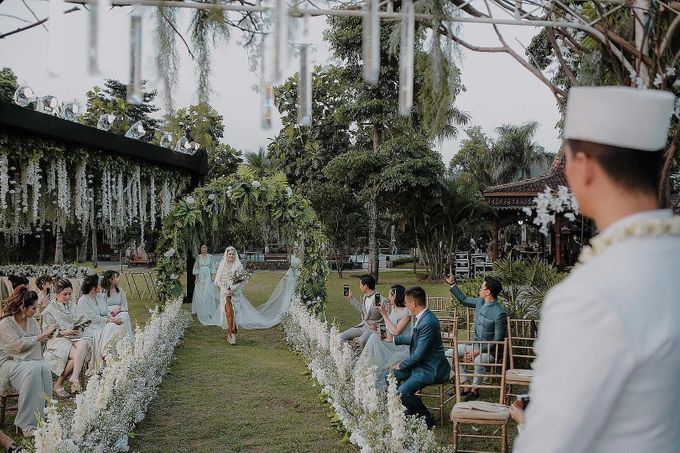 Outdor Traditional Wedding In New Normal by Ventlee Groom Centre - 006