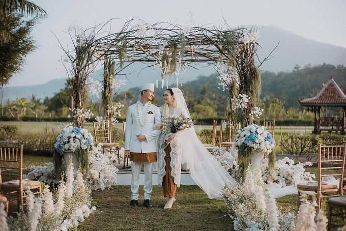 Outdor Traditional Wedding In New Normal by Ventlee Groom Centre - 008