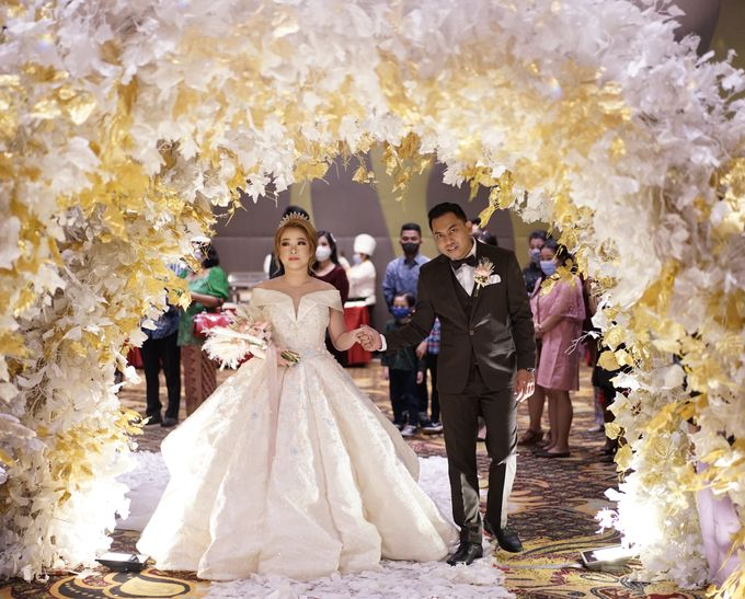 The Wedding of Lendy & Lisan by MarisaFe Bridal - 005