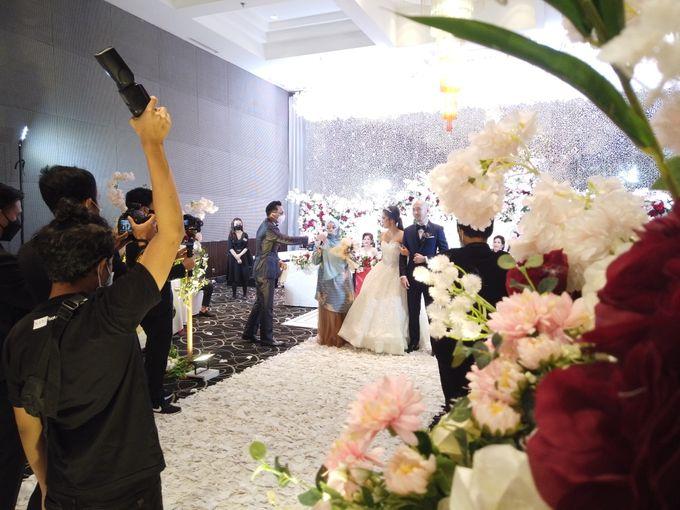 Angga & Mona Wedding by HENRY BRILLIANTO - 004