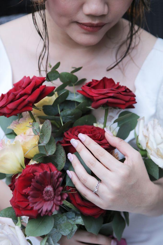 Khesyia Wedding Nails by PONINONI NAILS - 002