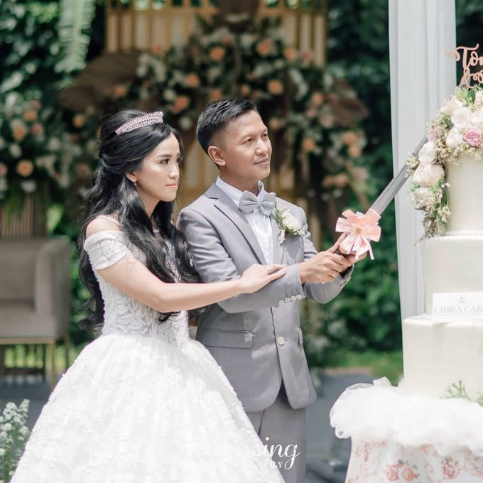 The Wedding of Tonny & Febe by MarisaFe Bridal - 004