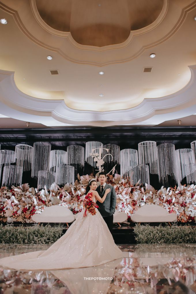 Ritz Carlton Kuningan - Tommy & Catherine by Maestro Wedding Organizer - 017