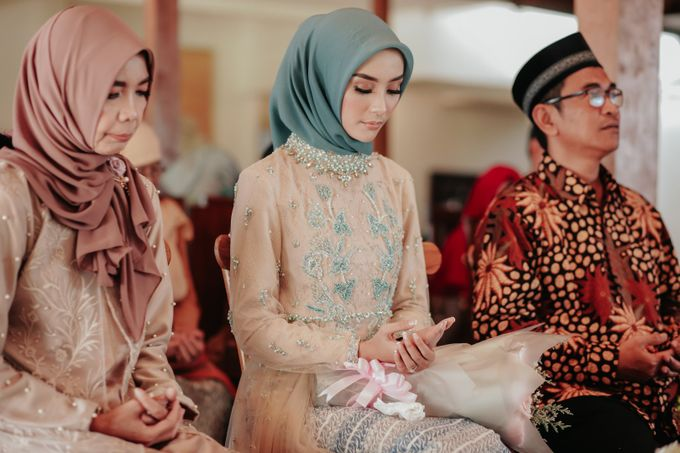 The Engagement of Melly & Wisnu by alienco photography - 038