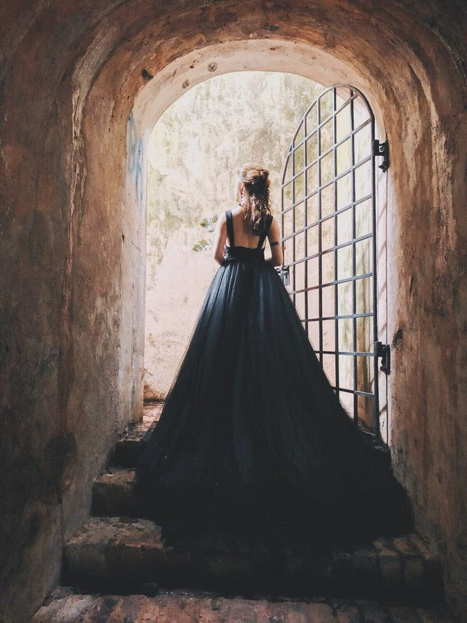 Black Romantic Bohemian Modern Chic Bridal Style Shoot - Danny and Daphne by Sylvia Koh Makeup and Hairstyling - 012