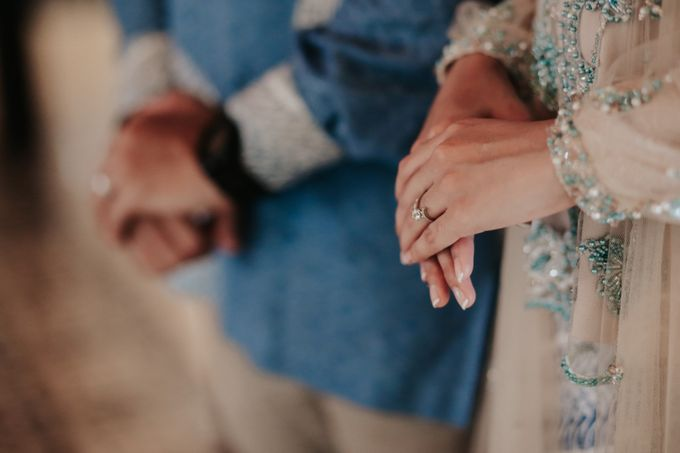 The Engagement of Melly & Wisnu by alienco photography - 039