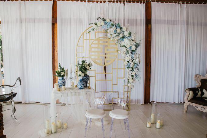 Charming Airy-blue Clifftop Wedding at Sunset Plenilunio Bali by Silverdust Decoration - 018