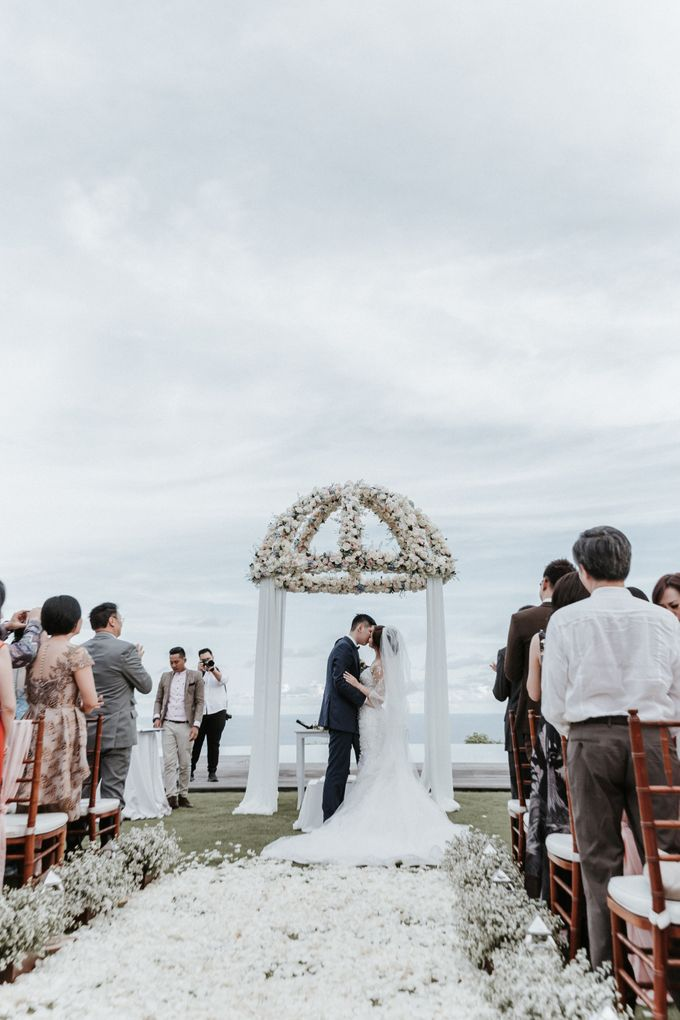 Wedding of Christopher & Catherine at Pandawa Cliff Estate by Silverdust Decoration - 011