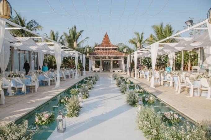 Charming Airy-blue Clifftop Wedding at Sunset Plenilunio Bali by Silverdust Decoration - 021