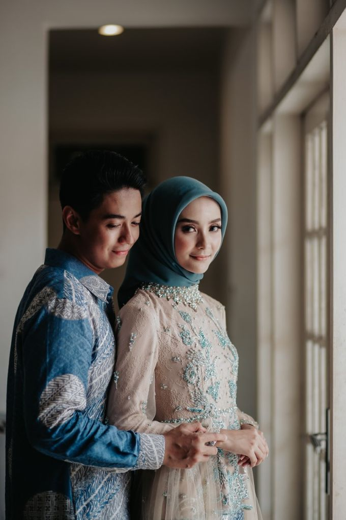 The Engagement of Melly & Wisnu by alienco photography - 046