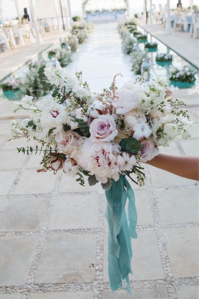 Charming Airy-blue Clifftop Wedding at Sunset Plenilunio Bali by Silverdust Decoration - 008