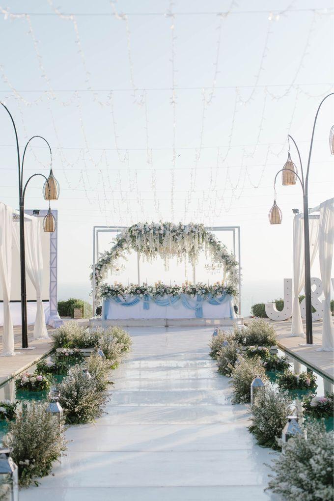 Charming Airy-blue Clifftop Wedding at Sunset Plenilunio Bali by Silverdust Decoration - 009