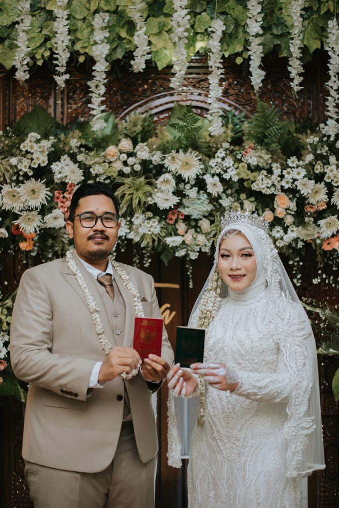 dr. Tia & Puguh Wedding by SAND WEDDING ORGANIZER - 006