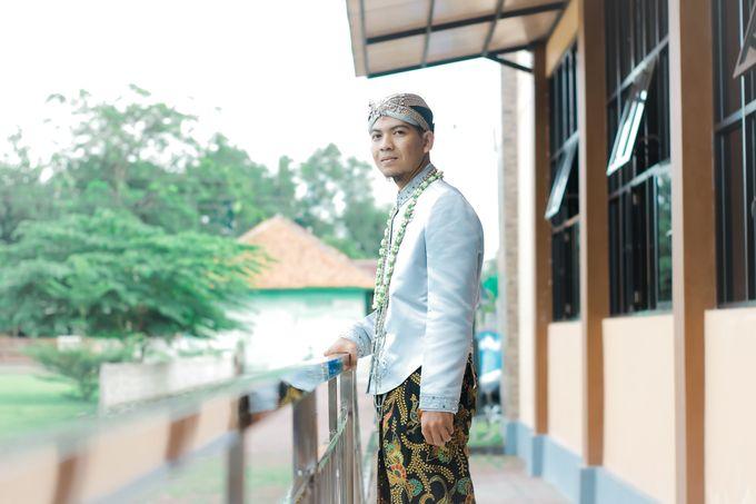 Wedding Ratri & Arief by aaron Photo & Cinema - 010
