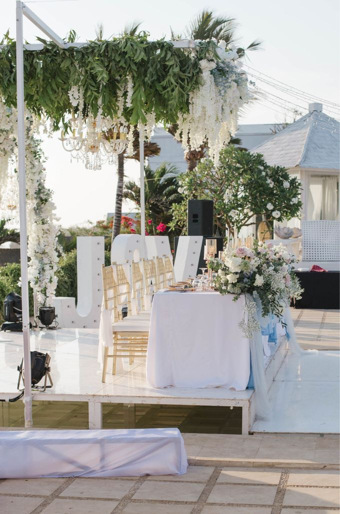 Charming Airy-blue Clifftop Wedding at Sunset Plenilunio Bali by Silverdust Decoration - 010