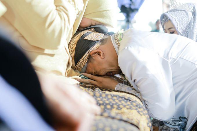 Wedding Ratri & Arief by aaron Photo & Cinema - 015