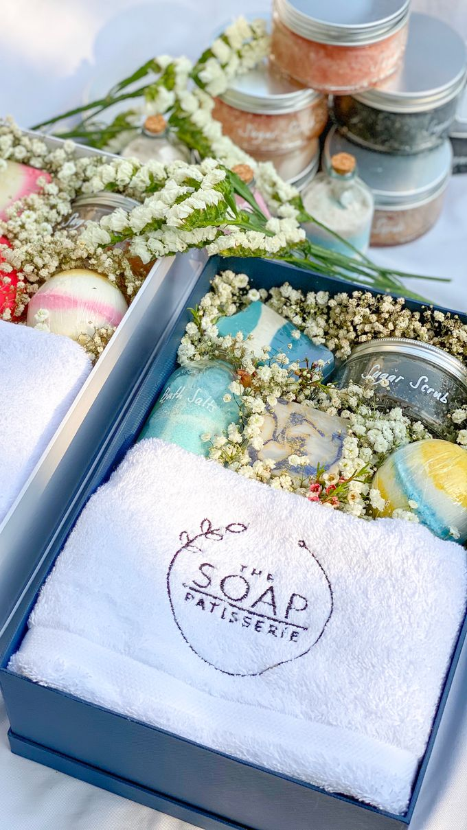 Bridesmaids and Groomsmen Gift Boxes for Delon & Aida by The Soap Patisserie - 006