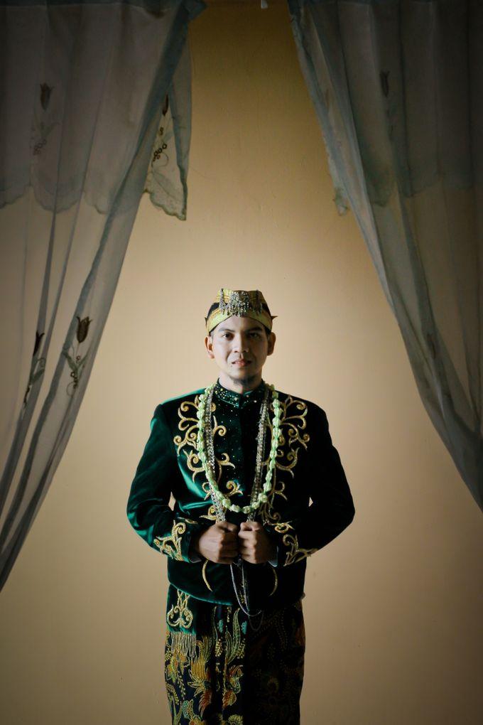 Wedding Ratri & Arief by aaron Photo & Cinema - 017