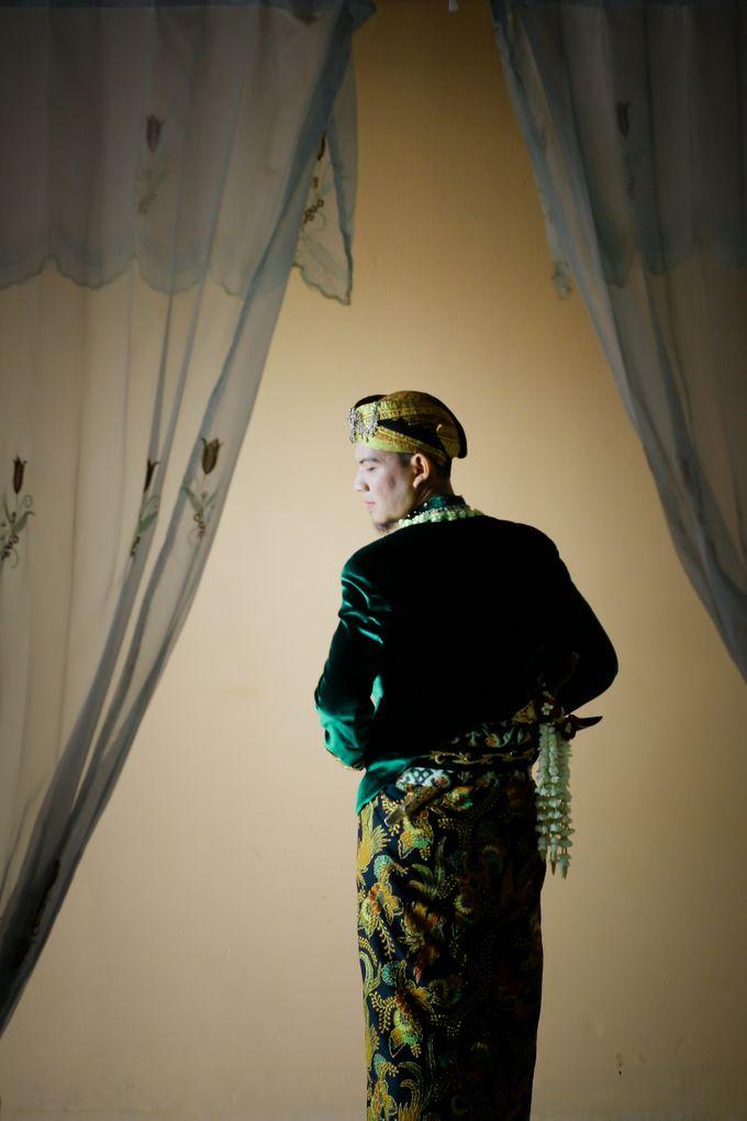 Wedding Ratri & Arief by aaron Photo & Cinema - 018