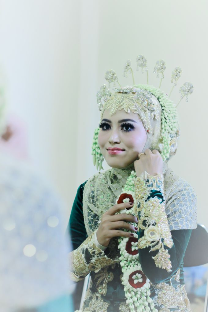 Wedding Ratri & Arief by aaron Photo & Cinema - 019
