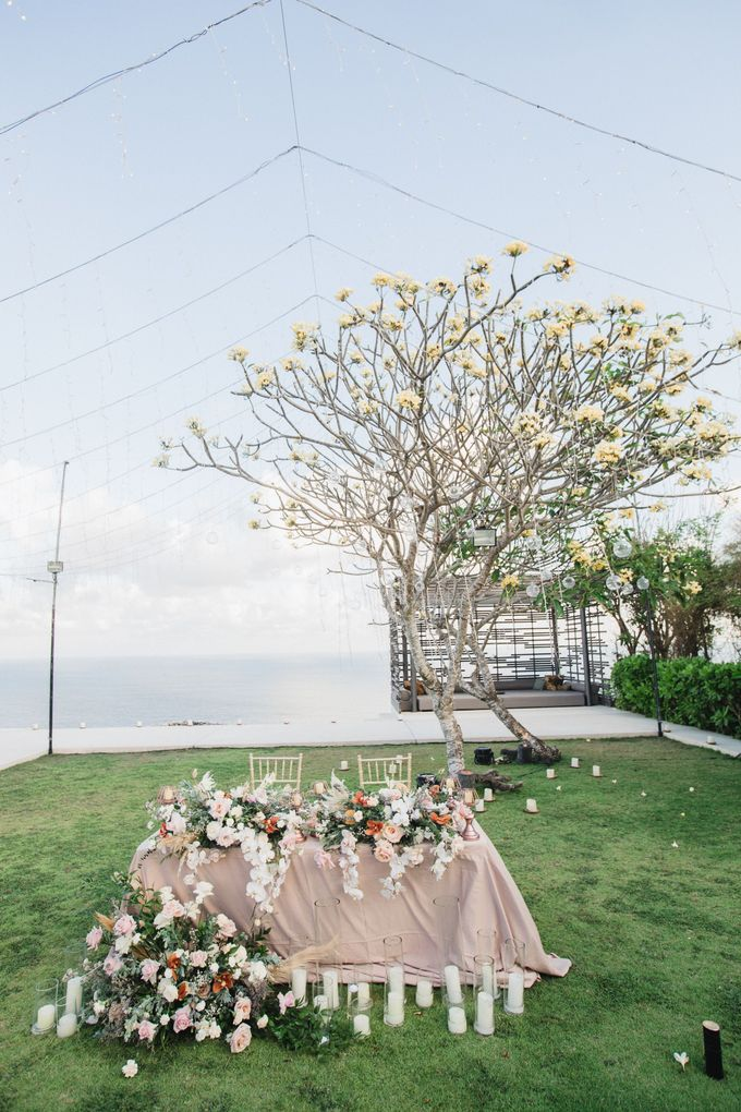 Romantic-Modern Wedding at Alila Uluwatu by Silverdust Decoration - 035