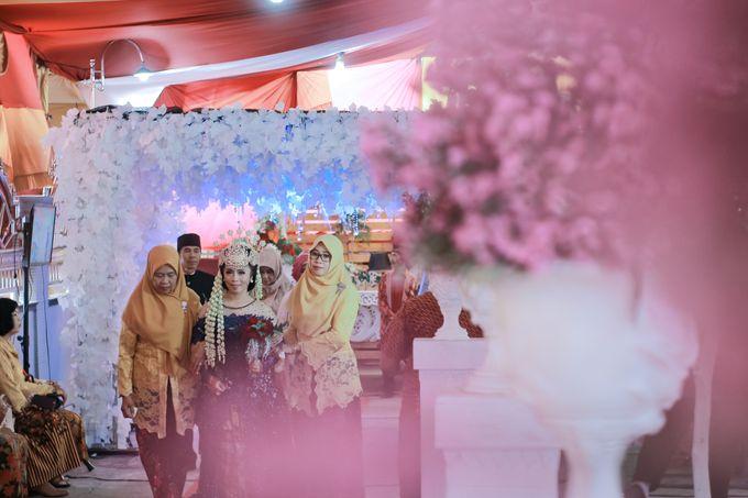 Wedding Intan & Agung by aaron Photo & Cinema - 016