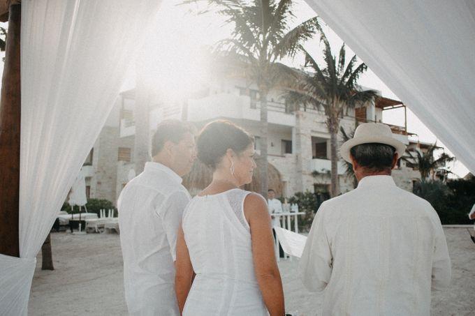 Weddingday Mr & Mrs Hindman by Topoto - 003