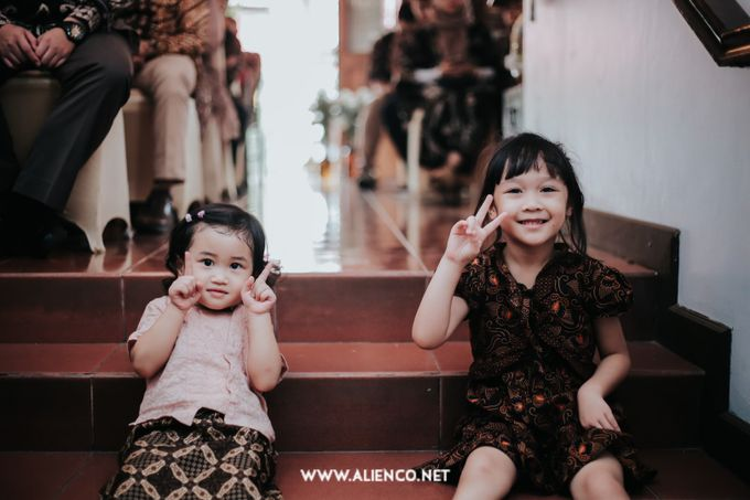 The Engagement of Andari & Fatahillah by alienco photography - 008