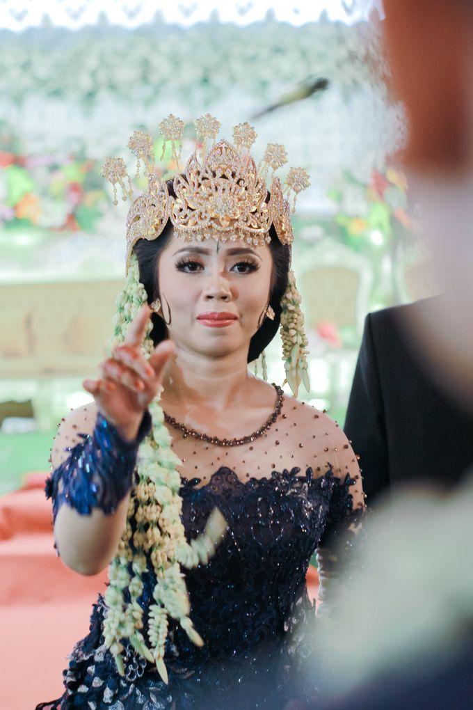Wedding Intan & Agung by aaron Photo & Cinema - 017