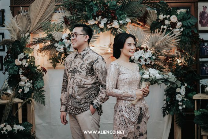 The Engagement of Andari & Fatahillah by alienco photography - 011