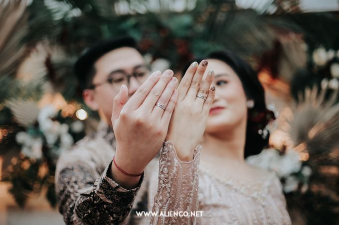 The Engagement of Andari & Fatahillah by alienco photography - 013