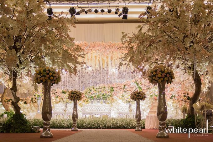 Pullman CP 2018 08 18 by White Pearl Decoration - 001