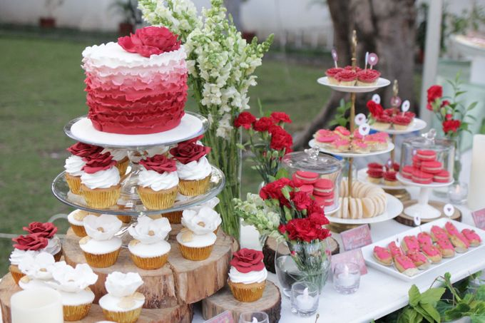 Romantic Dessert Table by Gordon Blue Cake - 016