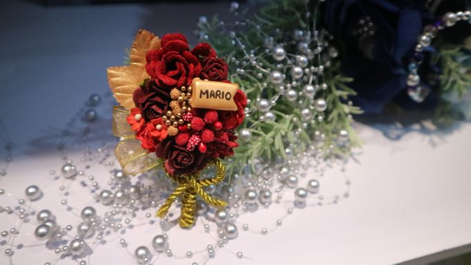 Boutonnieres & Hand Corsages by Art of ME - 001