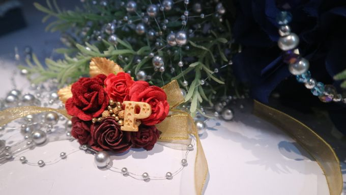 Boutonnieres & Hand Corsages by Art of ME - 004