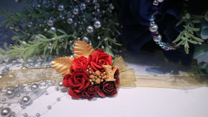 Boutonnieres & Hand Corsages by Art of ME - 006