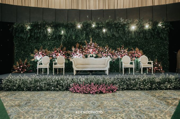 GKM GREEN TOWER WEDDING OF DESTY & RAMA by alienco photography - 021