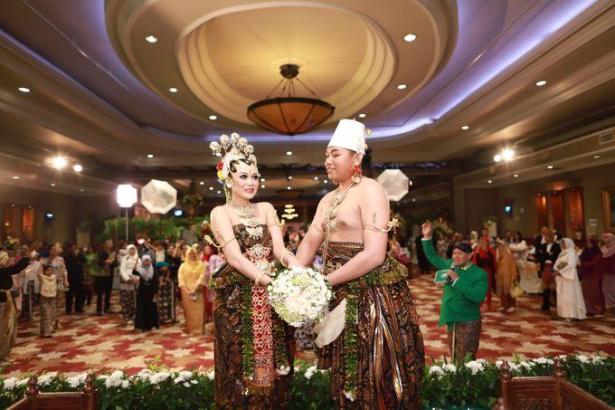 Wedding ULY SASONGKO dan ARIEF SETIAWAN by JACK HARYANTO MC - 006