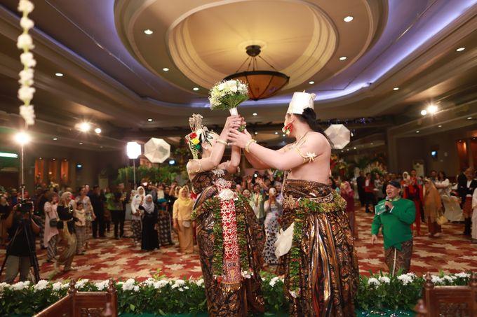 Wedding ULY SASONGKO dan ARIEF SETIAWAN by JACK HARYANTO MC - 007