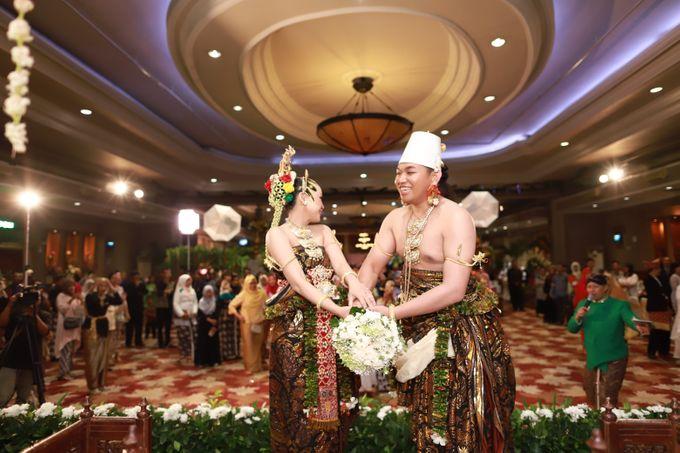 Wedding ULY SASONGKO dan ARIEF SETIAWAN by JACK HARYANTO MC - 002